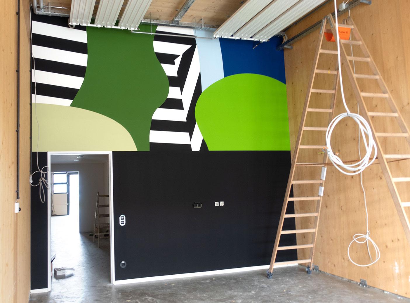 Grafische Wandgestaltung im Honeycamp