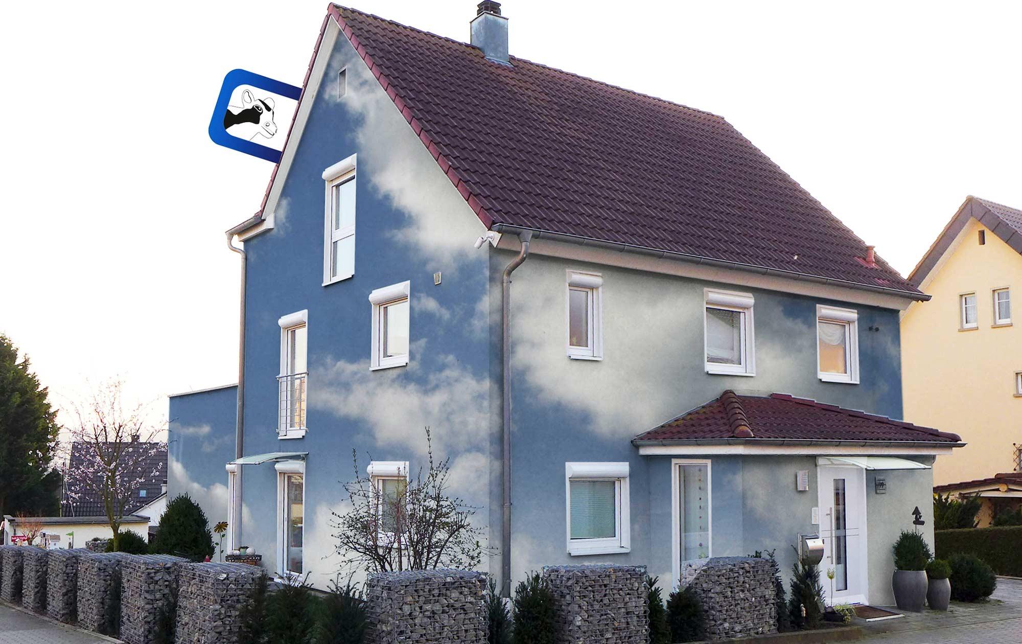 Digitale Farbberatung Fassade mit Wolken
